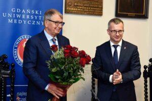 Jerzy Starak receives an award and roses