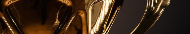 Baner w złotym kolorze