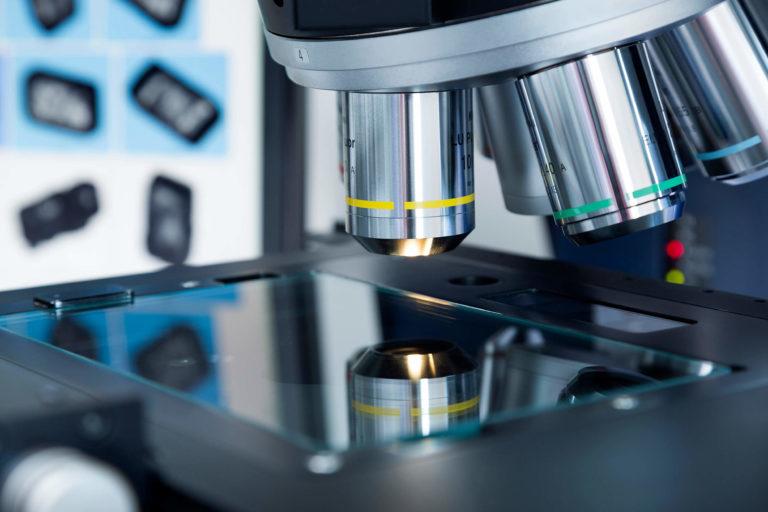 Mikroskop laboratoryjny