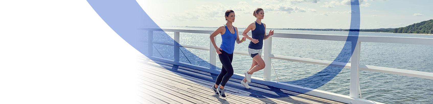 Dwie kobiety uprawiające jogging