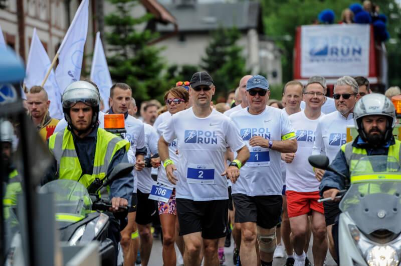 Uczestnicy biegu PolRun